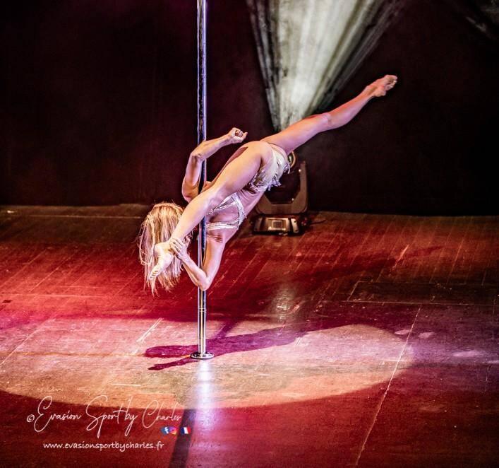 La dimension artistique est très présente lors des compétitions internationales: costume, lumière et musique.