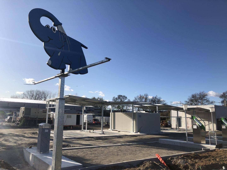 Sur un terrain de près de 7000m2, la station de lavage aura une emprise au sol d'environ 2000m2. Elle se situera entre Grand Frais et Peugeot.