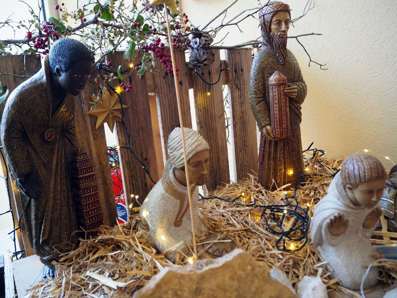 Les santons de l'église Sainte-Anne font uniquement référence à la Nativité.