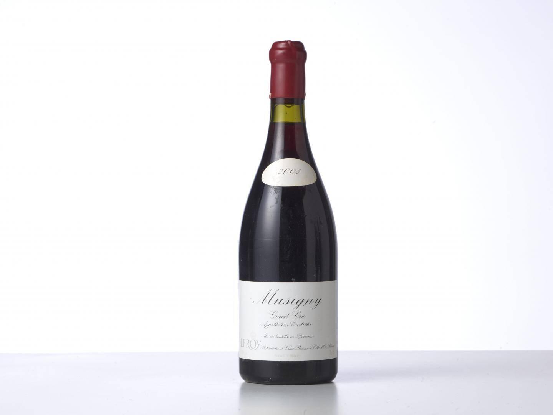 Mise à prix 10 000 e, cette bouteille de Musigny 2001 Domaine Leroy a trouvé acquéreur pour 17 360 e!