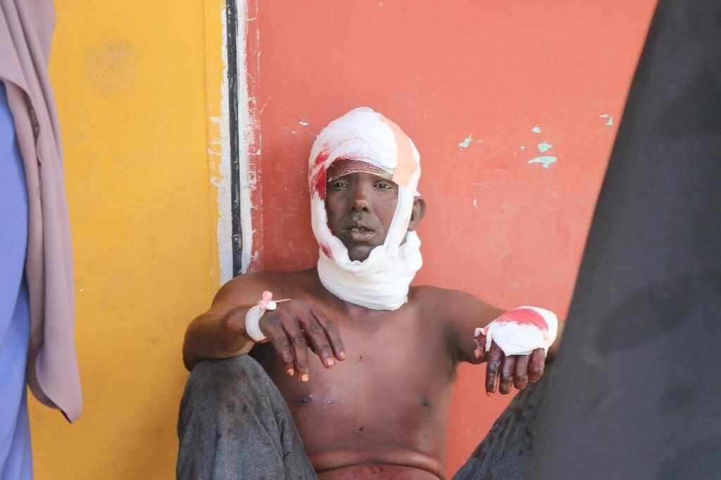 Un blessé est soigné dans un hopital de Mogadiscio le 28 décembre 2019 après un grave attentat.