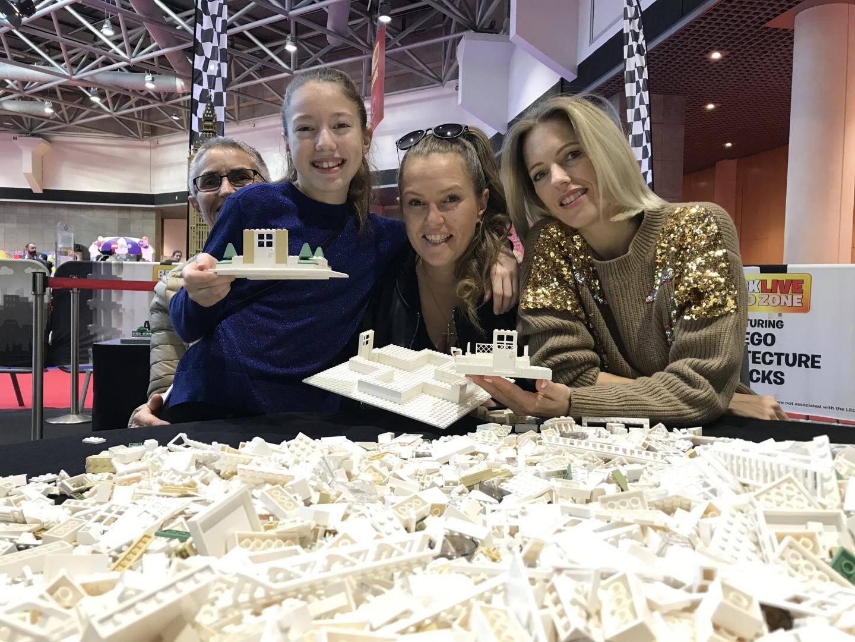 Virginie et Stéphanie, deux sœurs de Monaco, en mode construction avec Camille, 11 ans.