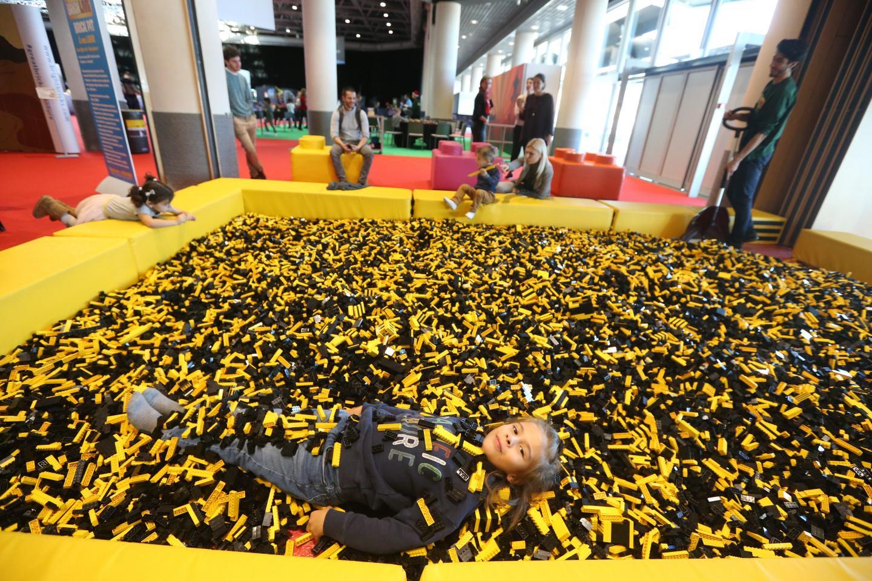 Une piscine de LEGO®, ça vous tente?