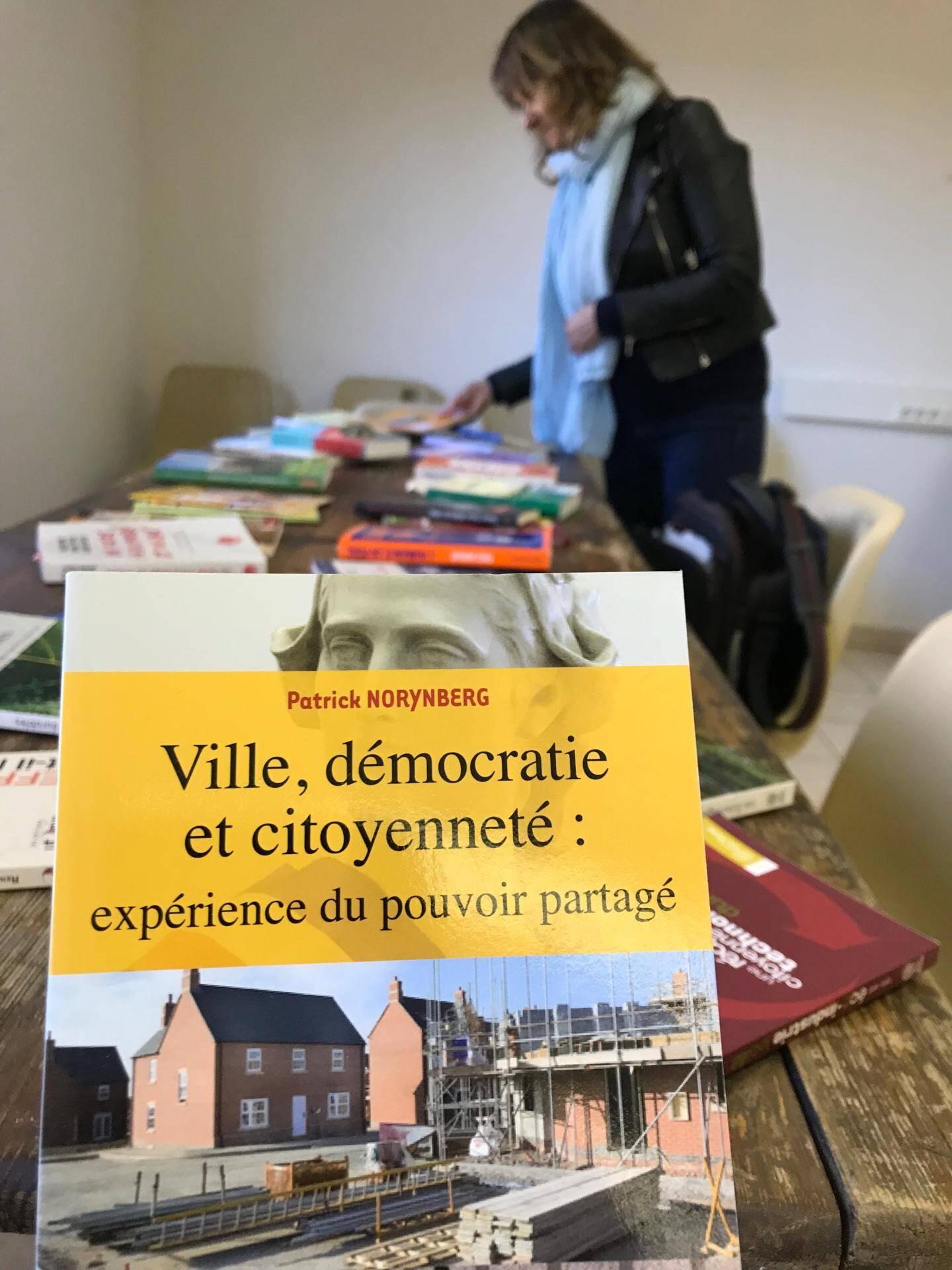 Un peu de lecture proposé aux participants avant de démarrer l'atelier.