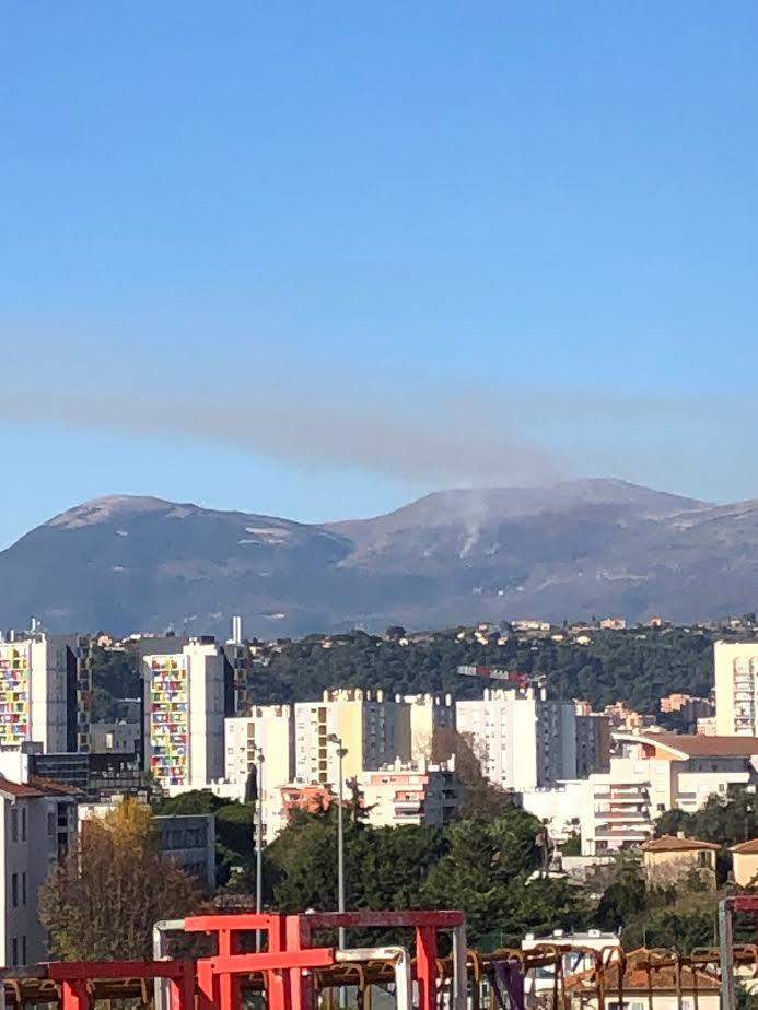 La fumée vue de Nice.