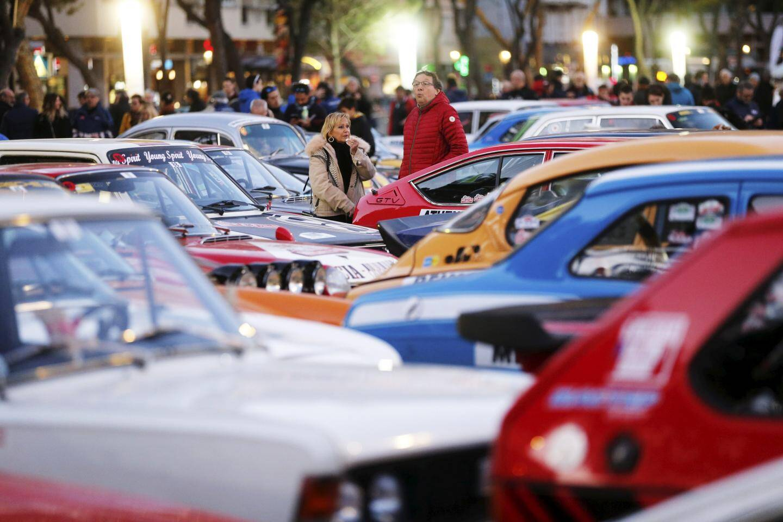 Le Rallye Monte-Carlo historique attire bon nombre de passionnés, nostalgiques à la vue de ces bolides d'époque.
