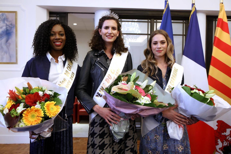 La reine, humaine, du carnaval, Jessica Paolino, entourée d'Eden Cathline (à gauche), première dauphine, et Valentine Feral, deuxième dauphine.