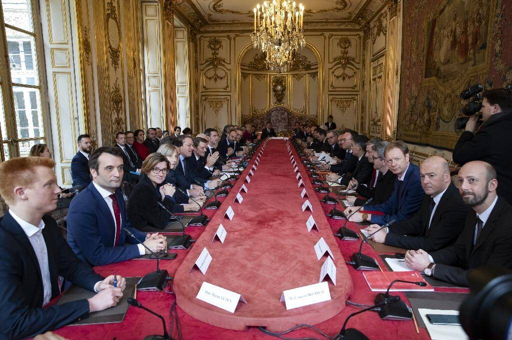 Réunion à Matignon sur le coronavirus avec les chefs de partis représentés au Parlement, les présidents de groupes parlementaires et les présidents d'assemblées, le 27 février 2020