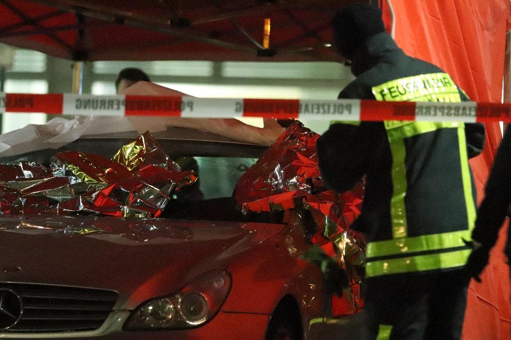 Des équipes de secours sur les lieux d'une fusillade à Hanau, près de Francfort, le 20 février 2020 en Allemagne.