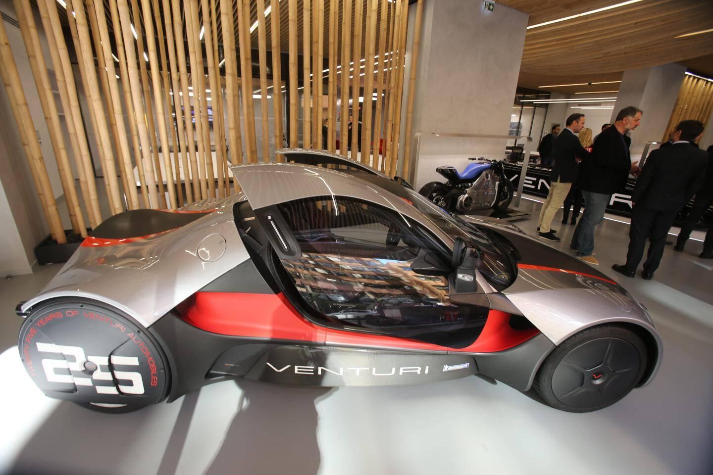 Au cœur de ce nouveau siège social, un véritable showroom où l'on retrouve les créations automobiles innovantes de Venturi.
