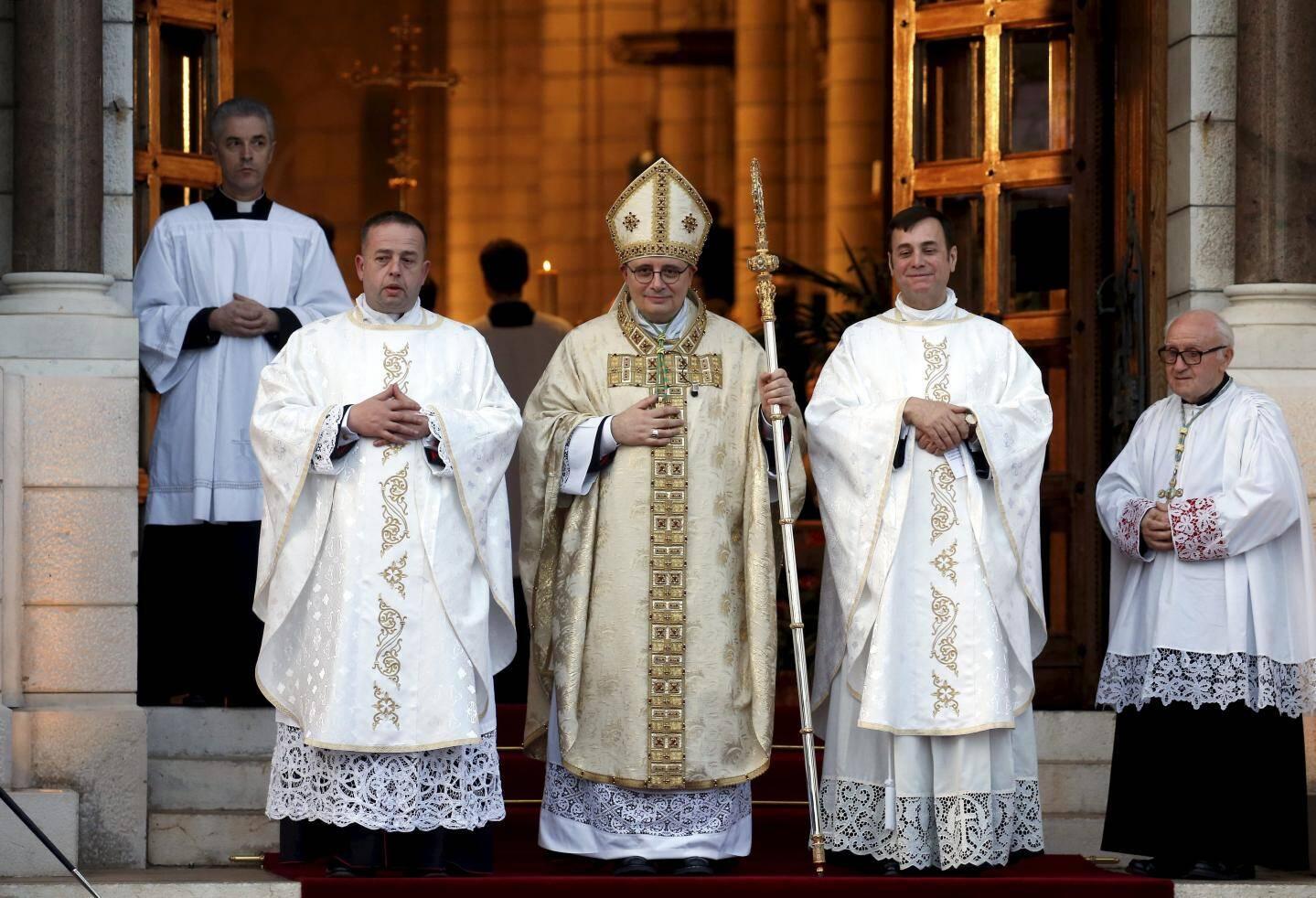 Le vicaire général Mgr Guillaume Paris, l'archevêque Mgr Dominique-Marie David, le chanoine Daniel Deltreuil, curé de la cathédrale, et le père César Penzo, chapelain du Palais princier.