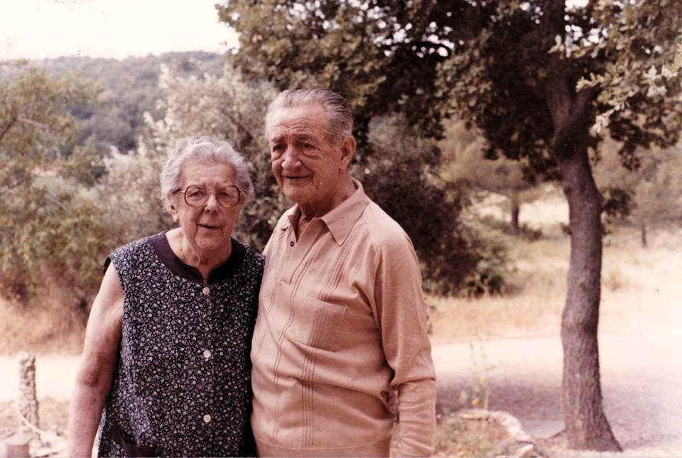 Martha, ici à Nèbre avec son époux Louis Manguine, natif d'Evenos, ex-responsable des métallos du Nord, décédé le même jour qu'elle.