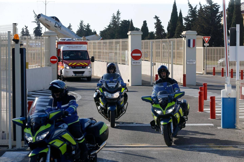 Le convoi est parti vers 16h30 de la base d'Istres vers les hôpitaux de Sainte-Anne à Toulon et Laveran à Marseille.