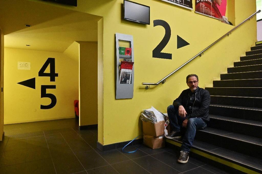 """Patrick Ortega, gérant du cinéma """"Club"""", le 28 avril 2020 à Grenoble"""