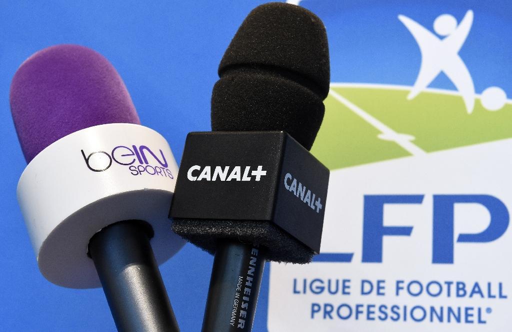Les diffuseurs beIN Sports et Canal+ se livrent une guéguerre avec la Ligue de football professionnel, depuis l'arrêt des championnats L1, L2