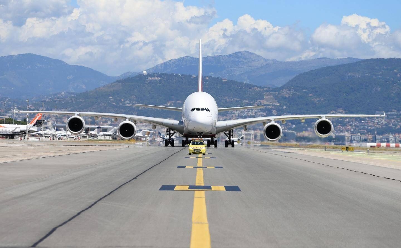 Un avion dans l'aéroport de Nice.