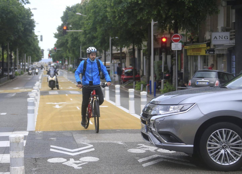 Une piste cyclable au milieu du boulevard Gambetta.