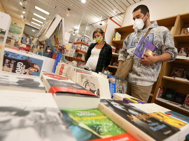 Avec 400 m2 de surface,  la librairie Lo Païs a suffisement d'espace pour accueillir 30 personnes en même temps.