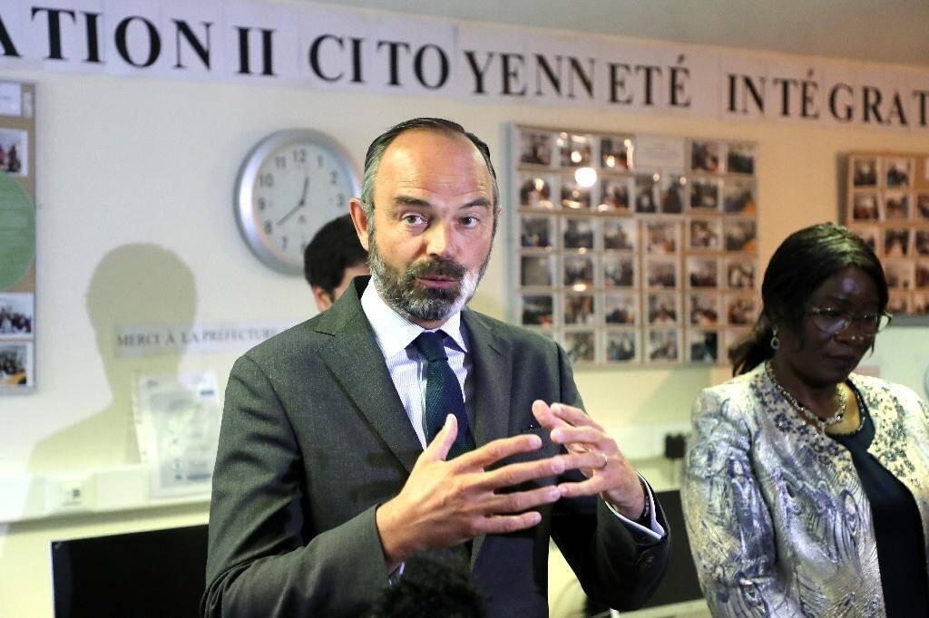 """Le Premier ministre Edouard Philippe dans les locax de l'association """"Génération II"""", le 9 juin 2020 à Evry."""
