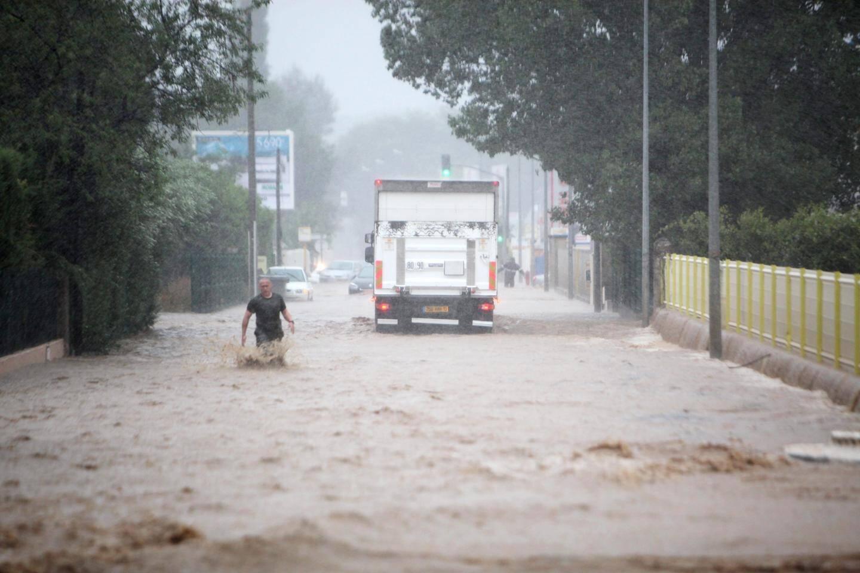Le 15 juin 2010, le niveau de l'eau est monté très rapidement dans la zone industrielle de St-Hermentaire.