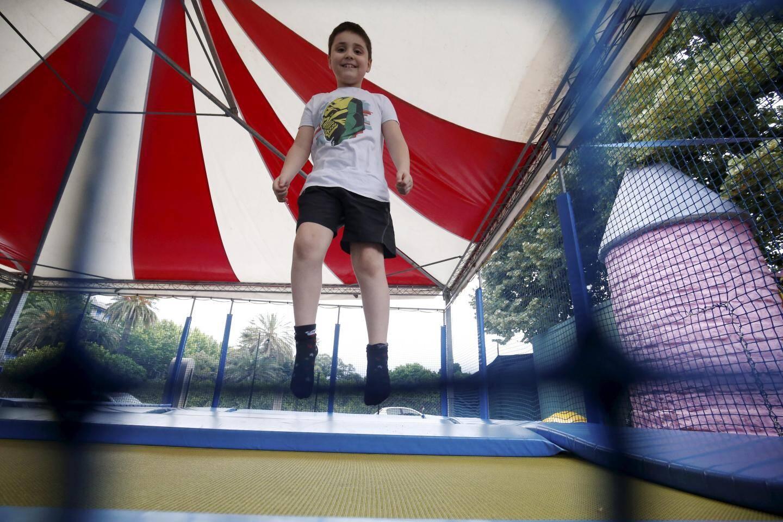Les manèges et aires de jeux accueillent les enfants de 2 à 12 ans.
