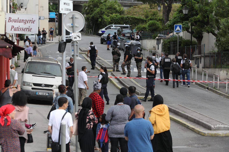 Selon des habitants du quartier, des tensions auraient été constatées dès mercredi et des armes ont été exhibées.