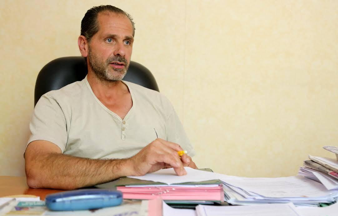 Stéphane Arnaud, maire de la commune, s'étonne de la présence de pesticides après avoir proscrit leur utilisation à son arrivée, dès 2014.