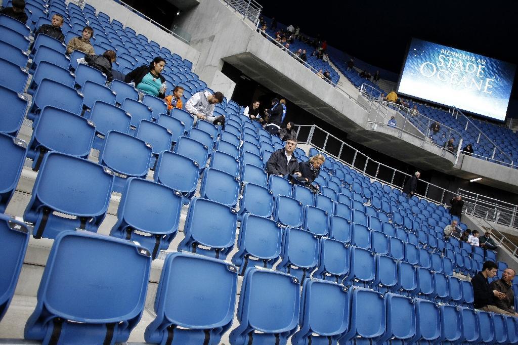 Des spectateurs dans les tribunes du stade Océane du Havre le jour de son inauguration le 12 juillet 2012
