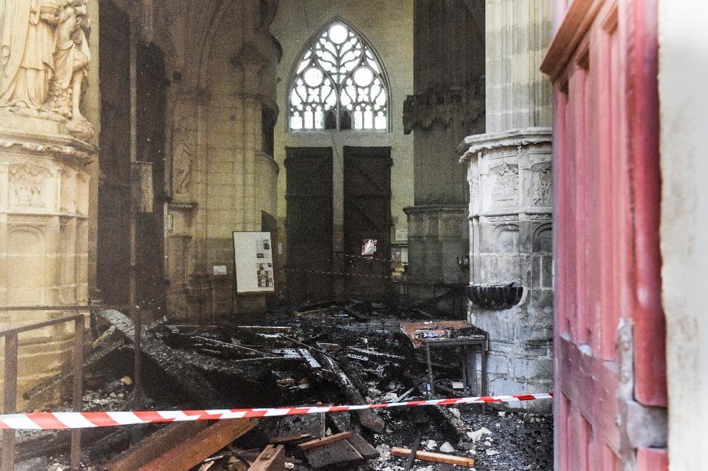 Les dégâts causés par un incendie dans la cathédrale de Nantes, le 18 juillet 2020