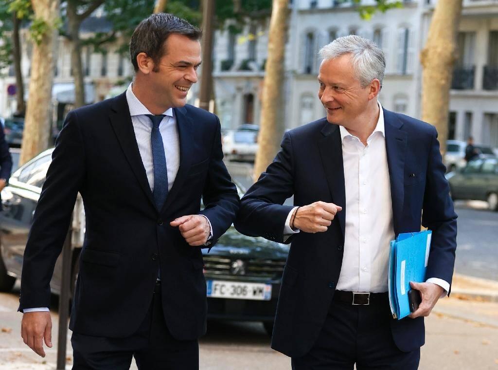 Les ministres de la Santé Olivier Véran et de l'Economie Bruno Le Maire à leur arrivée au séminaire de travail du nouveau gouvernement, le 11 juillet 2020 à Paris