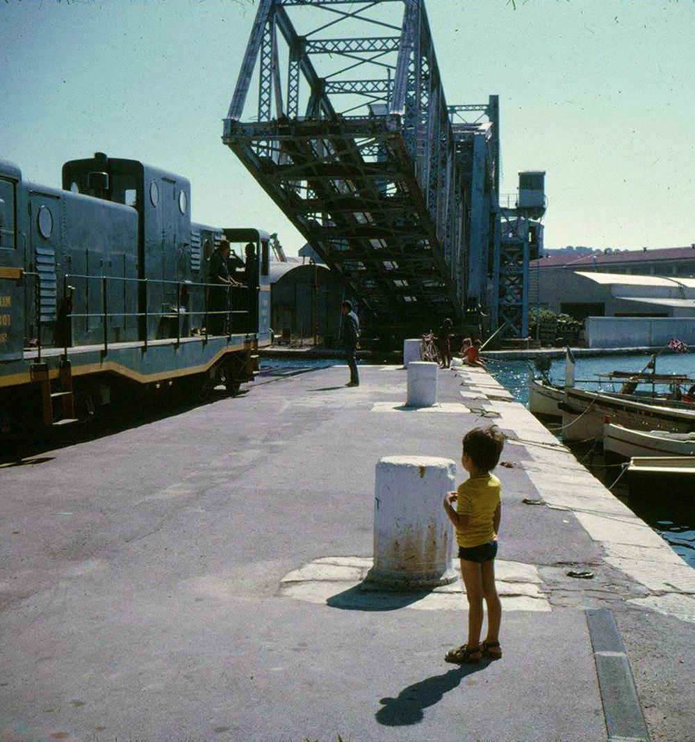 Le pont levant se couche une (avant) dernière fois en 1986.