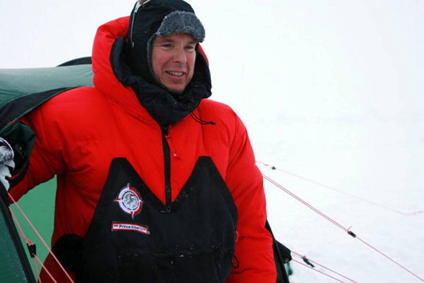 Quelques mois après son avènement, le prince se rend en Arctique.
