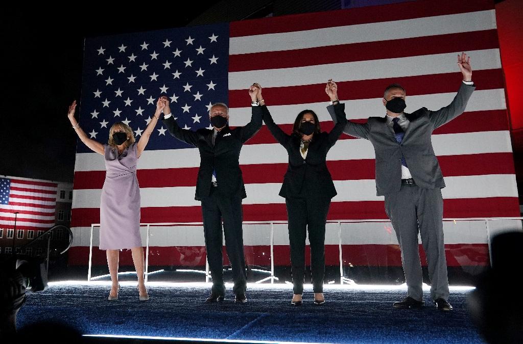 De G à D : Jill Biden, Joe Biden, Kamala Harris et Douglas Emhoff à Wilmington dans le Delaware, le 20 août 2020