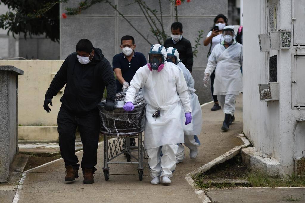Enterrement d'une victime du coronavirus à Mixco, au Guatemala, le 6 août 2020