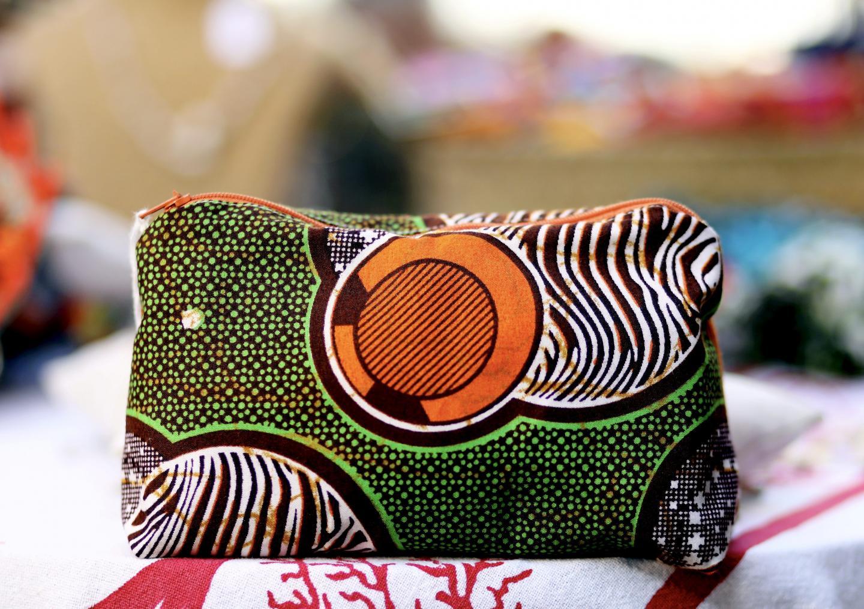 Pochettes et sacs sont les produits qui remportent le plus de succès.