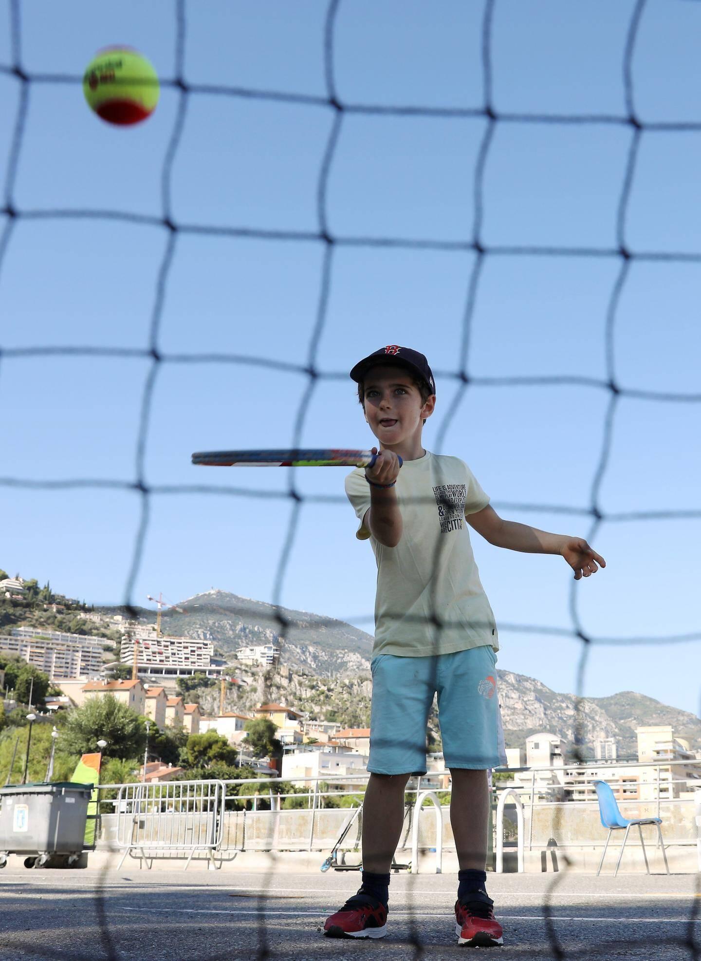 Filet, balle, raquette : prêt pour les courts de tennis ?
