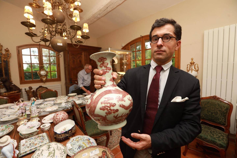 Un vase en porcelaine chinois.