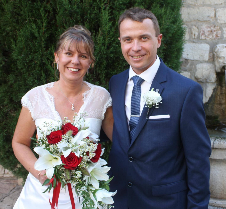 Flavien Ghys, mécanicien automobile, né à Valenciennes a pris pour épouse Claire Devemy, préparatrice en pharmacie hospitalière, née à Saint-Saulve (Nord).