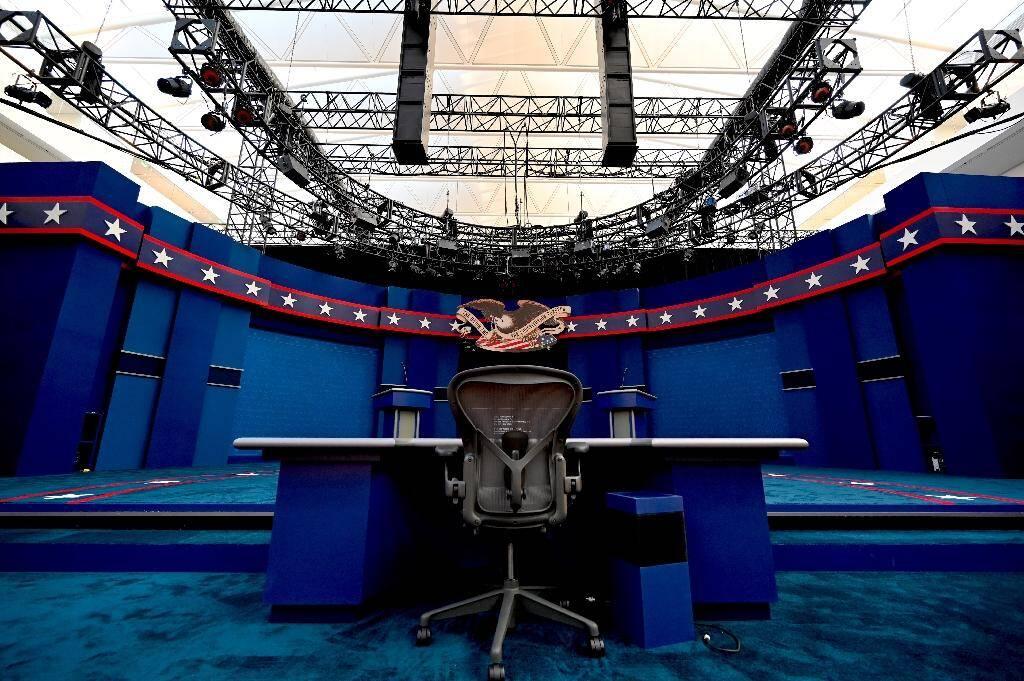 Préparatifs sur le plateau du premier débat de la présidentielle américaine, à Cleveland, dans l'Ohio, le 28 septembre 2020