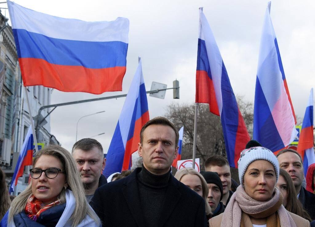 L'opposant russe Alexeï Navalny (c) lors d'une marche en mémoire de l'opposant assassiné Boris Nemtsov, dans le centre de Moscou, le 29 février 2020