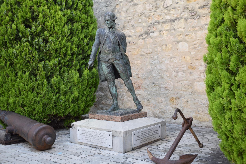 Statue de l'Amiral de Grasse, au Bar-sur-Loup, sa commune de naissance.