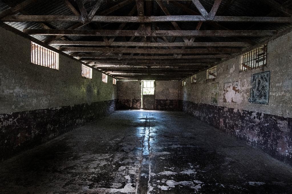 Un ancien dortoir de la prison de l'île de San Lucas, au Costa Rica, le 27 septembre 2020