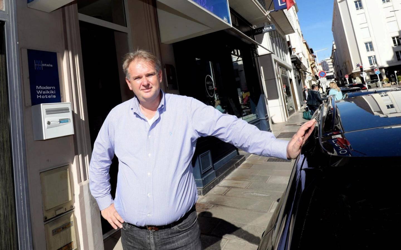 Pascal Van Raam, hôtelier depuis 1993 à Cannes, a été confronté à un choix cornélien.