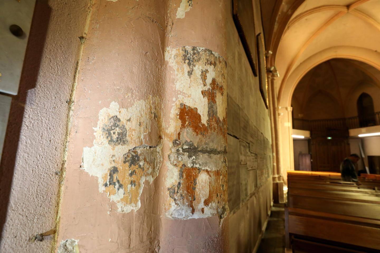 Des couches de peintures ont ainsi été dégagées sur quelques millimètres d'épaisseur,