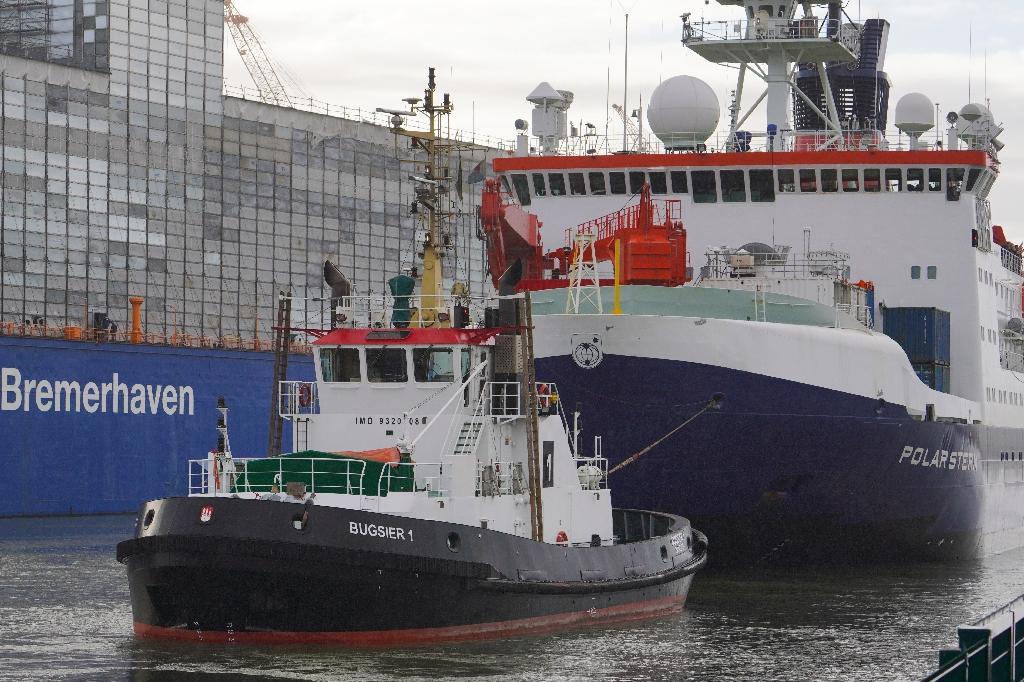 Le brise-glace allemand Polarstern arrive après 389 jours en mer dans son port d'attache de Bremerhaven, en Allemagne, le 12 octobre 2020