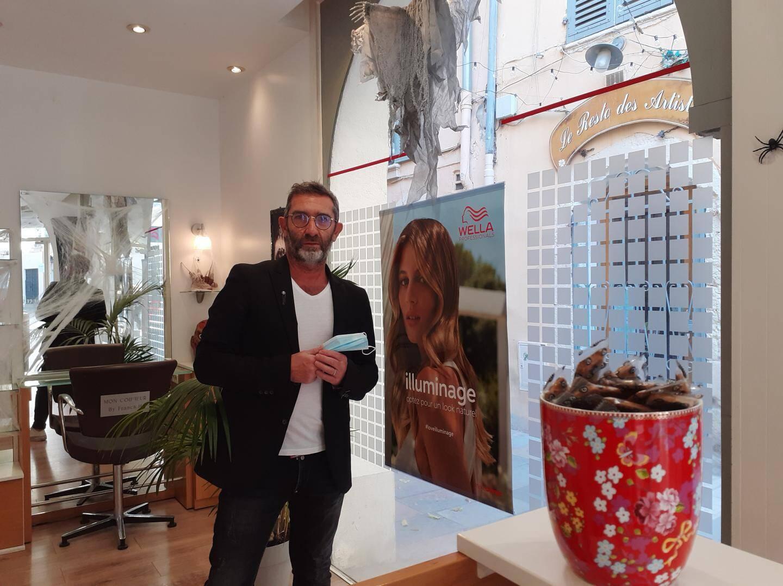 Franck Harel, gérant du salon « Mon Coiffeur By Franck. H » à Toulon.