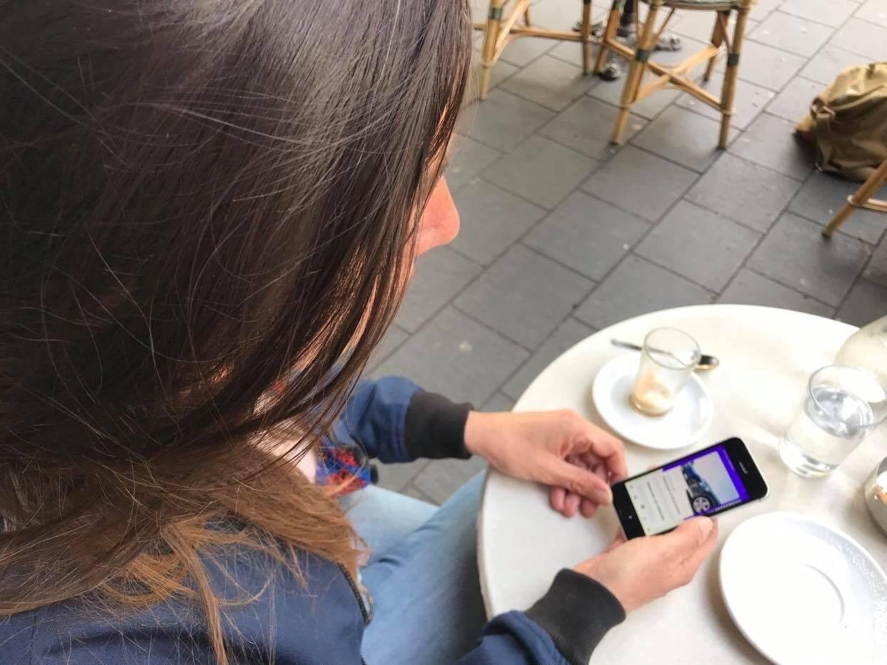 Nathalie Orvoën, sur l'application niçoise Stiilt qui permet de louer une voiture simplement.