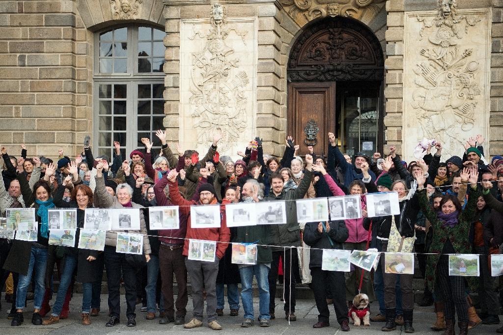 Des soutiens de Vincenzo Vecchi rassemblés le 15 novembre 2019 devant la cour d'appel de Rennes
