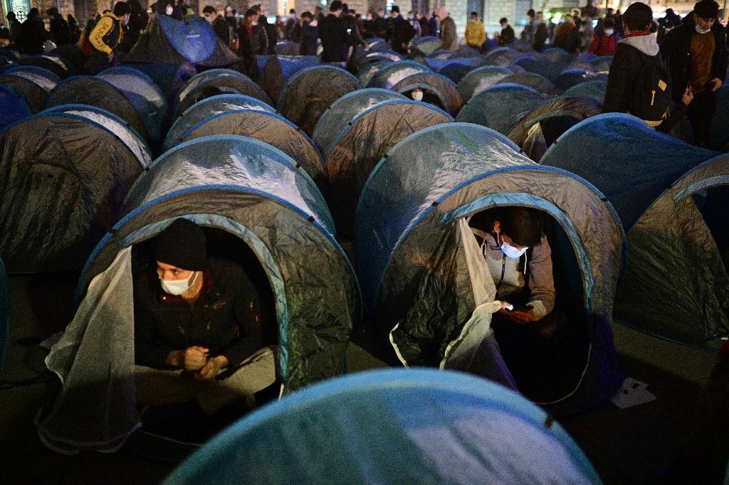 Un campement de migrants place de la Republique à Paris le 23 novembre 2020