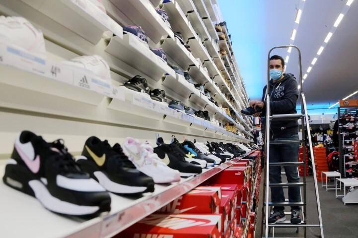 Au magasin Intersport, on attend la vague, non pas celle de l'épidémie, mais de l'afflux des clients. Les commerces se préparent à l'ouverture Brignoles  Les commerces se préparent à l'ouverture  Intersport